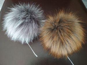 kožešinová bambule v barvě rezavé lišky a luxusní šedé